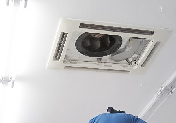 エアコン室内機からの水漏れが発生!